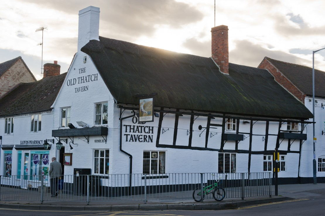 Old Thatch Tavern - Home